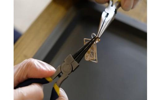 喜多方市内にある障がい福祉サービス事業所にて一つ一つ手作業にて組み立てています。
