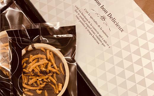 揚げ蕎麦を使用し、ベルギー産チョコレート、もなか、岩塩と組み合わせた地元事業者コラボ菓子