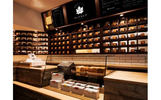 日本有数の紅葉の名所である箕面に本店を構える。お店の名前は、メープルシロップの原材料である「サトウカエデ」から名づけられました。