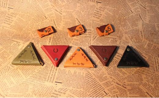 [№5900-0292]馬九いく三角コインケース(ダークブラウン)&鞍型コードホルダー
