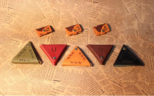 [№5900-0293]馬九いく三角コインケース(ブラウン)&鞍型コードホルダー