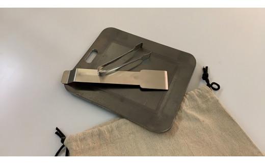 【おうちBBQ】15105 厚板鉄板 ソロキャン用(トング、スクレッパー、専用袋付)