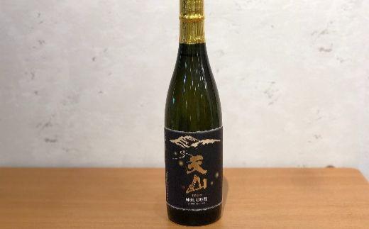 天山 純米大吟醸 佐賀の酒らしい芳醇旨口タイプの純米大吟醸。香りは程好く食事との相性も抜群です。