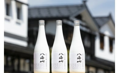 八海山 「雪室貯蔵三年酒 純米大吟醸」四合瓶 3本セット