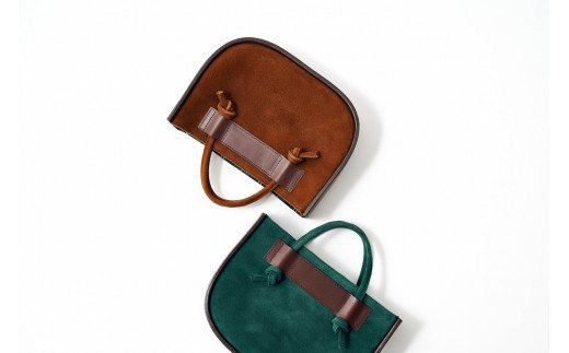ベーシックで肌なじみもいいブラウンと鮮やかで個性的なグリーンの2色展開です♪