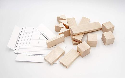 型紙のガイドラインに沿ってパズルもできます。