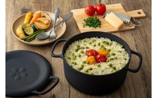 焼く、炊く、蒸す、揚げる。あらゆる調理がこのダクタイルポットひとつで可能