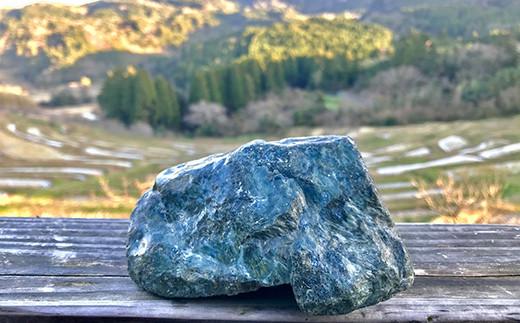 蛇紋岩由来の重粘土質の土壌には、稲の成育に必要なミネラル分が豊富に含まれています。