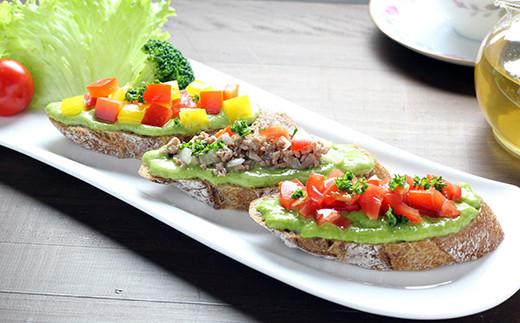 ブルスケッタやパスタ以外にも脂肪分の少ないお肉やお魚にもよく合います。非加熱のフレッシュソースだから鮮やかな色と豊かな風味&栄養