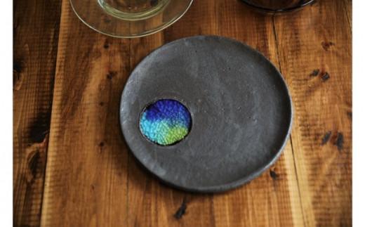 【沖縄南の島 陶芸工房】琉球ガラスとやちむんの陶板プレート《黒色》