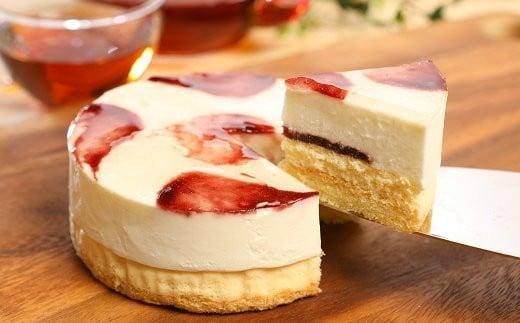 5回目:沢菊パティシエの技が光る、スフレチーズケーキが1層目。2層目には2種類のクリームチーズを使用したレアチーズケーキ