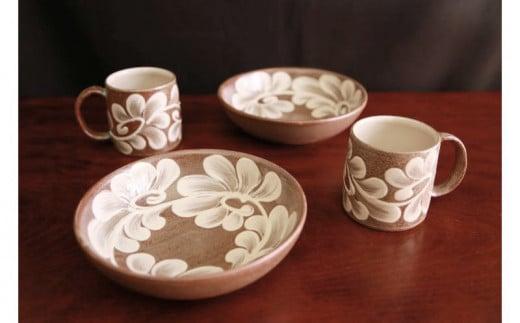 【伝統工芸】やちむんカフェ器人 5寸浅鉢&デミタスカップ(つる草いっちん)ペアセット