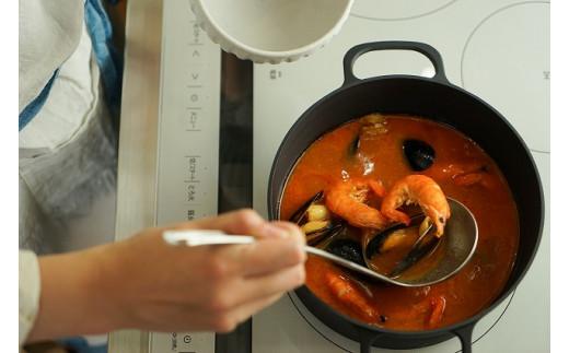 あらゆる調理が可能な万能鉄鍋です!