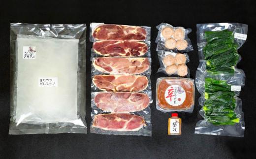 キジ肉、キジ肉つみれ、だしスープ、特製塩だれ、特製辛みそだれ、有機葉ニンニクがセットになった豪華鍋セットで、冷凍にてお届けします