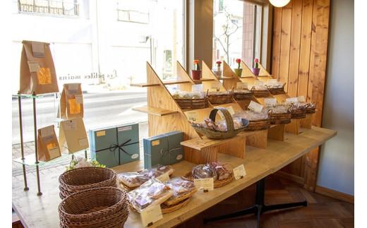 店内 焼き菓子コーナー