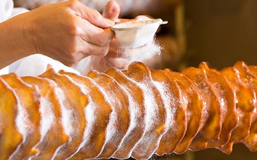 クッキー生地を少しずつ掛けては焼き上げた、バターの風味と上質な甘みをお楽しみください。
