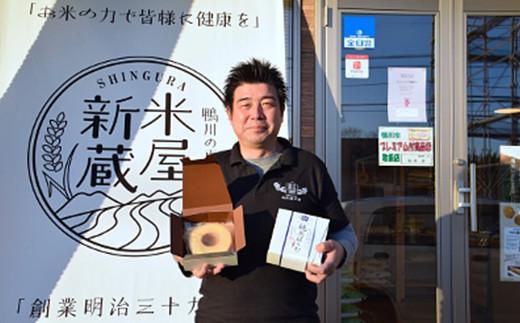 自社工房で自ら手焼きも行っている、新倉 斎藤社長。