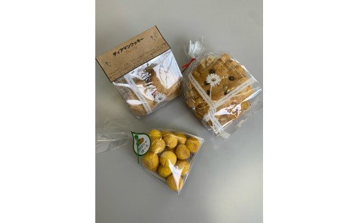 上:ディアマンクッキー 右:おひさまクッキー 左:かぼちゃボーロ
