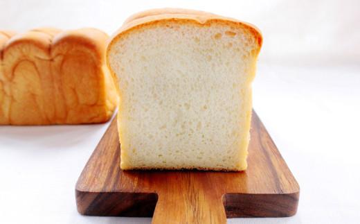 バターをふんだんに使用し、そのまま食べても小麦の風味が口に広がります。