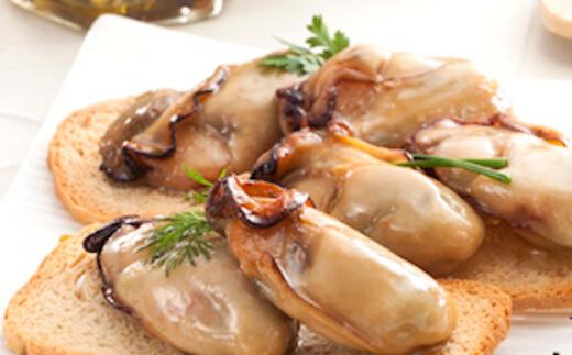じっくり焼き上げた牡蠣の旨味をオリーブオイルと一緒に閉じ込めました。