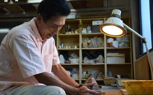 年間40回程度、小学校や公民館、企業、病院、福祉施設などで陶芸体験を楽しめる教室を開いています。