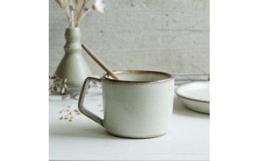 GE01:優しい雰囲気の白系マグカップ  取手台形