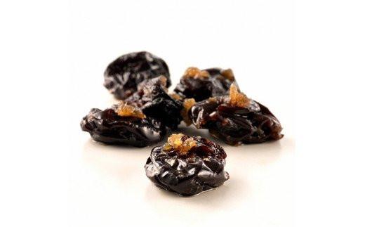 岡山県勝央町産の大粒ピオーネをドライにし、そこに岡山県津山市産の生姜を加えてじっくり絶妙に煮詰めた贅沢な逸品です。