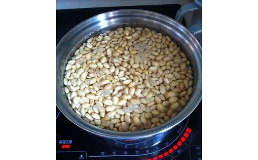 【作り方】 *大豆を煮ます。