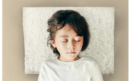 肩や背中から枕に載せることで体温調節がしやすい