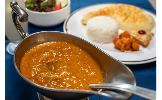 シェフが単身インドを放浪し本場インドカレーの料理法を学び、日本人の口に合う本場インドカレーを完成させました。