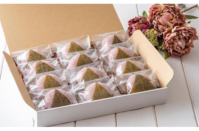 美しい自然な色合いに、くどさがない甘みと柔らかな食感、桜の葉の絶妙な塩味。雪国のだんご屋「 団平 」桜餅