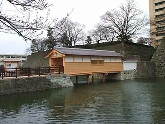 平成20年に復元された御廊下橋