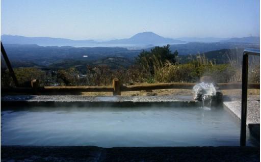 霧島山の露天風呂に入りながら桜島を見ませんか?『旅行人山荘』