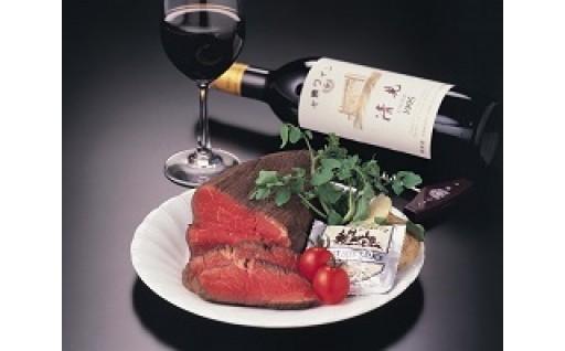 赤ワインには肉の旨味がギッシリのローストビーフが絶対合う!