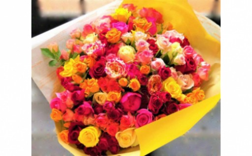 『バラ50本のカラフル大きな花束』