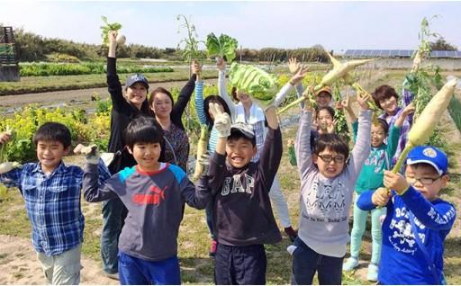 自然を肌で感じながらお子さんと一緒に食育!ぽんぽこ村収穫体験