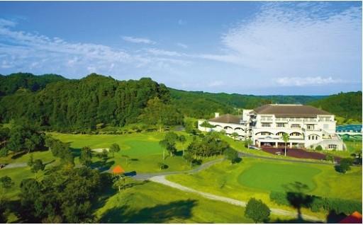 ジャンボ尾崎設計監修のもと設計された丘陵コース。