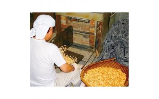 帰省時の手土産にも最適!備長炭で焼く伝統の純・手焼きあられ