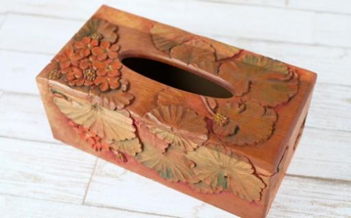ゼラニウムの木彫りティッシュボックス