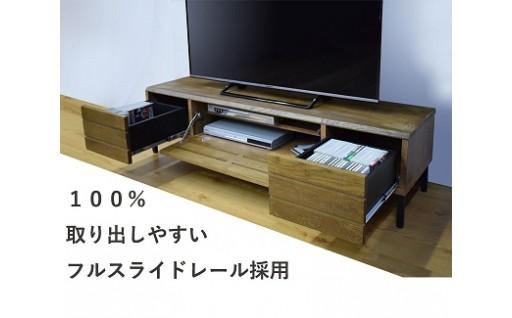 カジュアルで個性的なテレビボードです。