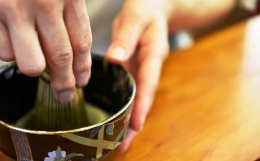 秋の夜長に点てる贅。ここだけの高級茶器とお抹茶