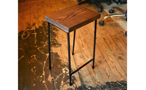 宮崎県産杉を使用した鉄職人の作る素朴なスツール(H50cm)