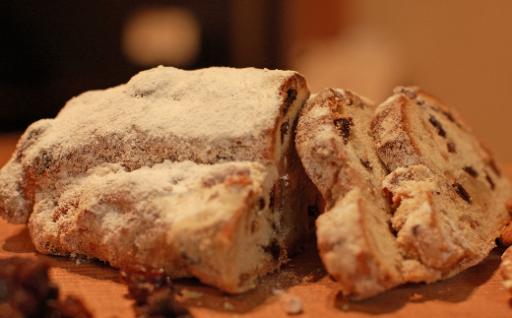 パン・アトリエ クレッセントのクリスマス菓子「シュトレン」
