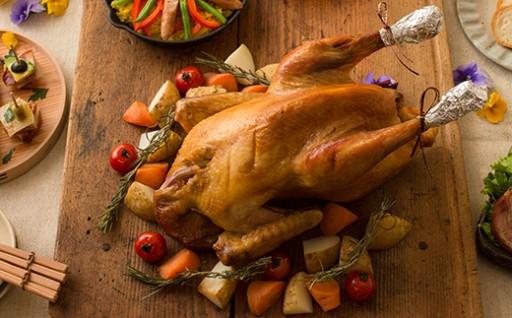 クリスマスを華やかに!比内地鶏をまるごと1羽ローストした逸品