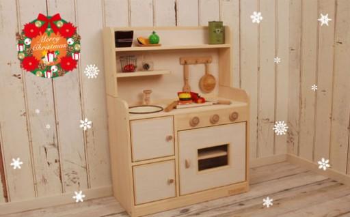 お子さまへのプレゼントに!温もり伝わる「ままごとキッチン」