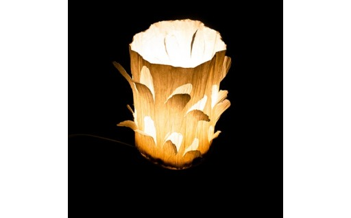 飯能和紙の花びらランプ