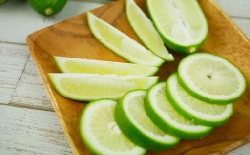 沖縄県産 香り爽やかなグリーンレモン(香水レモン)1.5kg