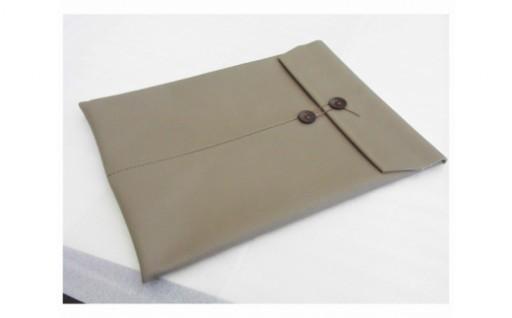 本革素材を熟練の技で仕上げた、A4サイズの書類入れ!
