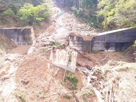 台風18号による道路・河川などの土木施設の災害復旧に36億円、台風21号による土木施設の災害復旧には28億円の予算を計上し、早期の復旧に取り組んでいます。