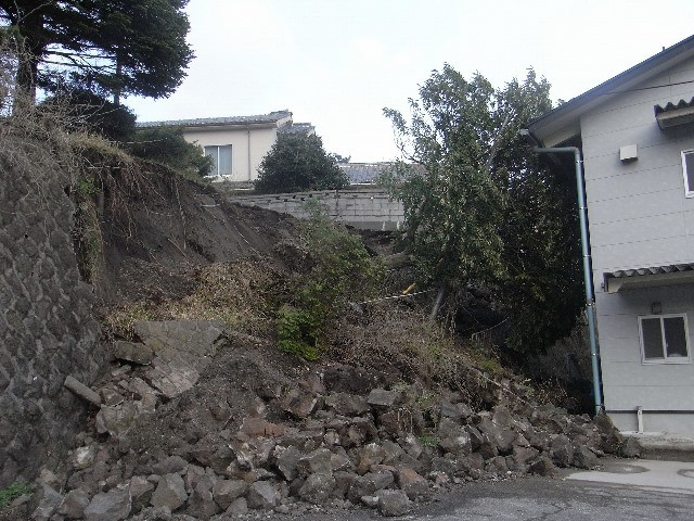 土砂崩れ(三瓶町志学地内・H30.4.9撮影)